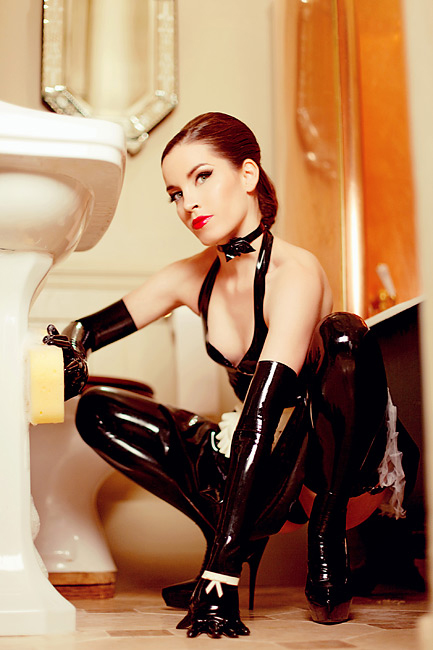 London-Mistress-Luna-Delux