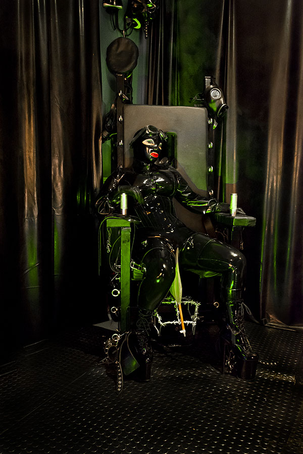 Black-rubber-in-chair