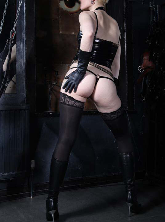London-Mistress-Commander-Sophie