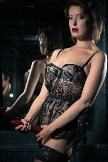London-Mistress-Elita-strapon