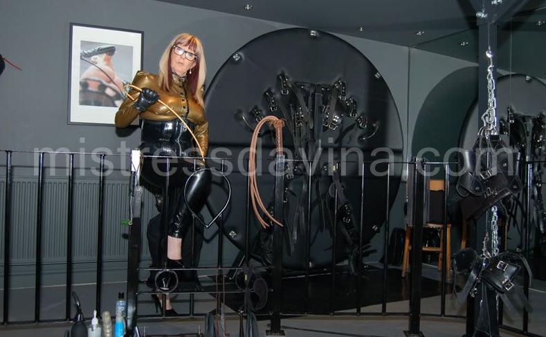 Leeds-Mistress-Davina