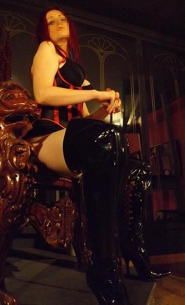 Manchester-Mistress-Crimson-throne
