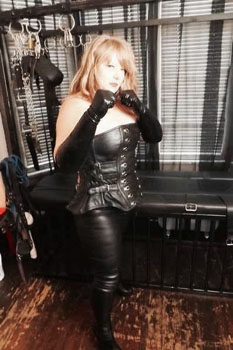 Leicester-Mistresses-Mistress-Scarlett-Black2