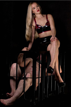 London-Mistress-Sandra3