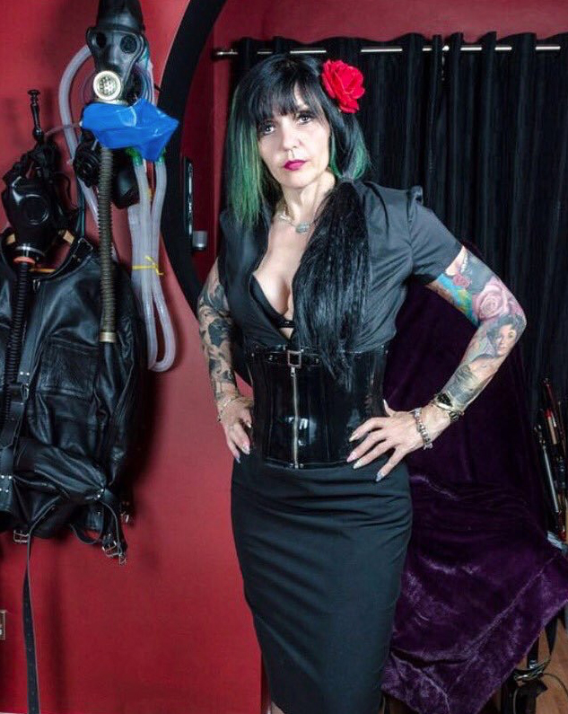 west-midlands-mistress-ronelle-chambers