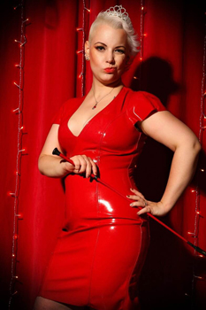 London-Mistresses-Miss-Pierced-Laura1